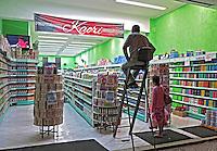 Loja de perfumes e cosmeticos. Sao paulo. 2012. Foto de Juca Martins.