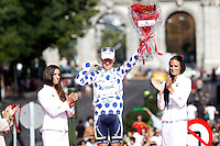 Simon Clarke with the white and blue jersey celebrates the victory in the Overall Climber Standing of La Vuelta 2012.September 9,2012. (ALTERPHOTOS/Acero)