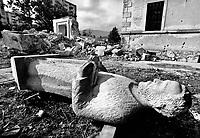 Mostar / Bosnia Erzegovina 1994<br /> Le bombe e la distruzione colpiscono i simboli religiosi. Nella foto le rovine della Chiesa dei francescani nella parte croata di Mostar.<br /> Bombs and destruction affecting religious symbols. In the picture the ruins of the Church of the Franciscans on the Croatian side of Mostar. <br /> Photo Livio Senigalliesi