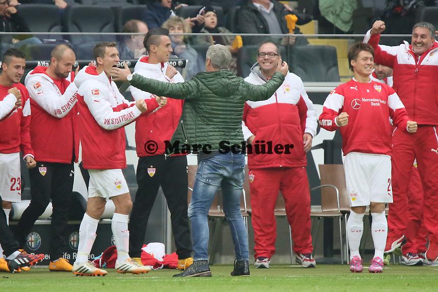 Trainer Armin Veh (VfB) jubelt ueber den 5:4 Sieg in Frankfurt - Eintracht Frankfurt vs. VfB Stuttgart, Commerzbank Arena