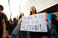 SÃO PAULO, SP, 22.03.2016 - PROTESTO-SP - Manifestantes secundaristas protestam contra o desvio do dinheiro da merenda escolar na rede publica estadual na estação Butantã do metro. nesta terça-feira 22. (Foto: Gabriel Soares/Brazil Photo Press)