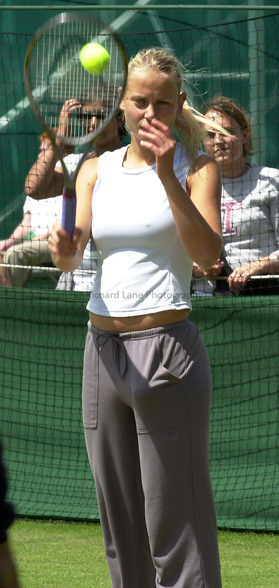Photo: Richard Lane..Hastings Direct International Championship 2003..18/06/2003..Jelena Dokic.