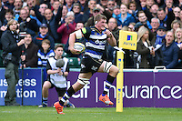 Stuart Hooper of Bath Rugby runs in a try. Aviva Premiership match, between Bath Rugby and Exeter Chiefs on October 17, 2015 at the Recreation Ground in Bath, England. Photo by: Patrick Khachfe / Onside Images