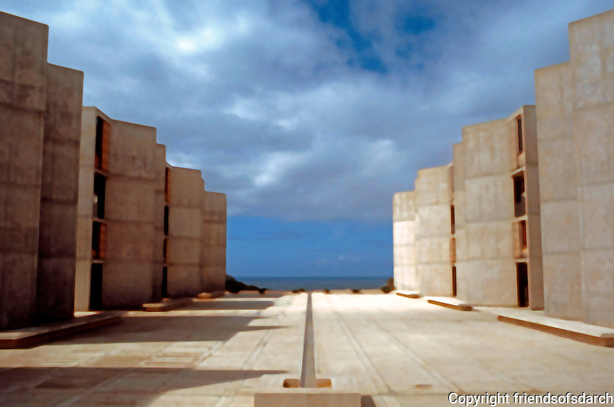 Louis I. Kahn: Salk Institute, La Jolla 1965. Court--looking to sea. Photo 2004.