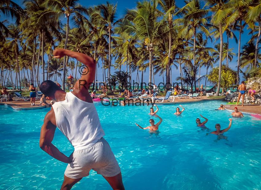 Dominikanische Republik, Punta Cana, Playa Bavaro, Bávaro Beach: Animation, Wassergymnastik im Pool | Dominican Republic, Punta Cana, Bavaro beach, entertainment, water gymnastics at the swimming pool