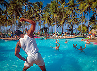 Dominikanische Republik, Punta Cana, Playa Bavaro, Bávaro Beach: Animation, Wassergymnastik im Pool | Dominican Republic, Punta Cana, Bavaro beach, entertainment, water gymnastics at the swimming pool