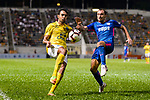 Diogo Luis Santo of Buriram (L) fights for the ball with Daniel Cancela of Kitchee SC (R) during the Preseason Friendly Match between Kitchee and Buriram United at Mong Kok Stadium on August 18, 2018 in Hong Kong. Photo by Marcio Machado/Photo by Marcio Machado/Power Sport Images