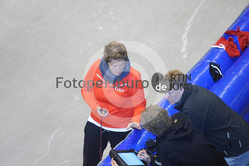 SCHAATSEN: HEERENVEEN: Thialf, 26-06-2012, Zomerijs, Team LIGA, assistent-trainster Desly Hill, fysiotherapeut/inspanningsfysioloog Ronny Groeneveld, ©foto Martin de Jong
