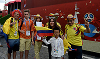 MOSCU - RUSIA, 03-07-2018: Hinchas de Colombia animan a su equipo durante partido de octavos de final entre Colombia y Inglaterra por la Copa Mundial de la FIFA Rusia 2018 jugado en el estadio del Spartak en Moscú, Rusia. / Fans of Colombia cheer for their team during the match between Colombia and England of the round of 16 for the FIFA World Cup Russia 2018 played at Spartak stadium in Moscow, Russia. Photo: VizzorImage / Julian Medina / Cont