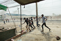 03 January, 2014 - Phnom Penh. Protesters flee from police strike back. © Thomas Cristofoletti / Ruom 2014