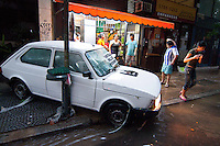 BUENOS AIRES, ARGENTINA, 06 DEZEMBRO 2012 - ENCHENTE EM BUENOS AIRES - Pela terceira vez em menos de dois meses, Buenos Aires sofreu uma forte tempestade que inundou as partes mais baixas da cidade. No bairro de Belgrano, tradicionalmente um dos mais afetados por essas tempestades, a avenida principal, Cabildo, foi completamente inundada. (FOTO: PATRICIO MURPHY / BRAZIL PHOTO PRESS).