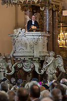 Der Theologe Christian Staeblein (im Bild) ist am Samstag (16.11.2019) mit einem Festgottesdienst in der Berliner Marienkirche in sein Amt als neuer evangelischer Bischof fuer Berlin, Brandenburg und die schlesische Oberlausitz (EKBO) eingefuehrt worden. Bei einem Festgottesdienst wurde zugleich sein Amtsvorgaenger Markus Droege nach zehn Jahren im Bischofsamt in den Ruhestand verabschiedet. An der Feier nahmen rund 700 Gaeste teil, darunter neben zahlreichen Bischoefen anderer Landeskirchen und Gemeindemitgliedern auch der Regierende Buergermeister von Berlin, Michael Mueller, und Brandenburgs Ministerpraesident Dietmar Woidke (beide SPD).<br /> 16.11.2019, Berlin<br /> Copyright: Christian-Ditsch.de<br /> [Inhaltsveraendernde Manipulation des Fotos nur nach ausdruecklicher Genehmigung des Fotografen. Vereinbarungen ueber Abtretung von Persoenlichkeitsrechten/Model Release der abgebildeten Person/Personen liegen nicht vor. NO MODEL RELEASE! Nur fuer Redaktionelle Zwecke. Don't publish without copyright Christian-Ditsch.de, Veroeffentlichung nur mit Fotografennennung, sowie gegen Honorar, MwSt. und Beleg. Konto: I N G - D i B a, IBAN DE58500105175400192269, BIC INGDDEFFXXX, Kontakt: post@christian-ditsch.de<br /> Bei der Bearbeitung der Dateiinformationen darf die Urheberkennzeichnung in den EXIF- und  IPTC-Daten nicht entfernt werden, diese sind in digitalen Medien nach §95c UrhG rechtlich geschuetzt. Der Urhebervermerk wird gemaess §13 UrhG verlangt.]