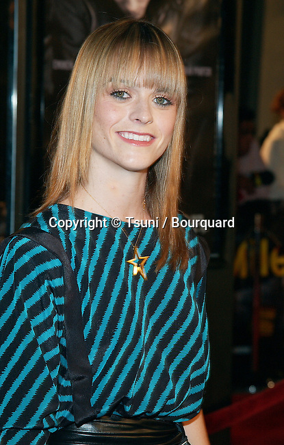 Taryn Manning arriving at the 8 Mile Premiere at the Westwood Village Theatre in Los Angeles. November 6, 2002.           -            ManningTaryn069.jpg