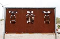 Nederland -  Velsen - 2019. Gescheiden afval. Plastic en rest afval.   Foto Berlinda van Dam / Hollandse Hoogte