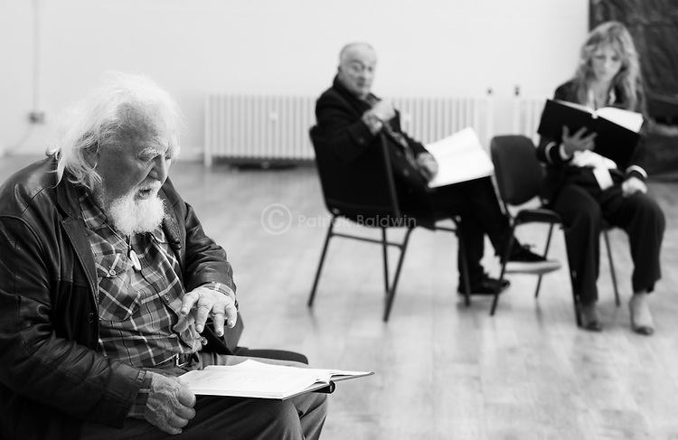 """King Lear"" rehearsed reading rehearsals. Old Vic Theatre. Director: Jonathan Miller. L to R: Joss Ackland, Tony Robinson, Honeysuckle Weeks."