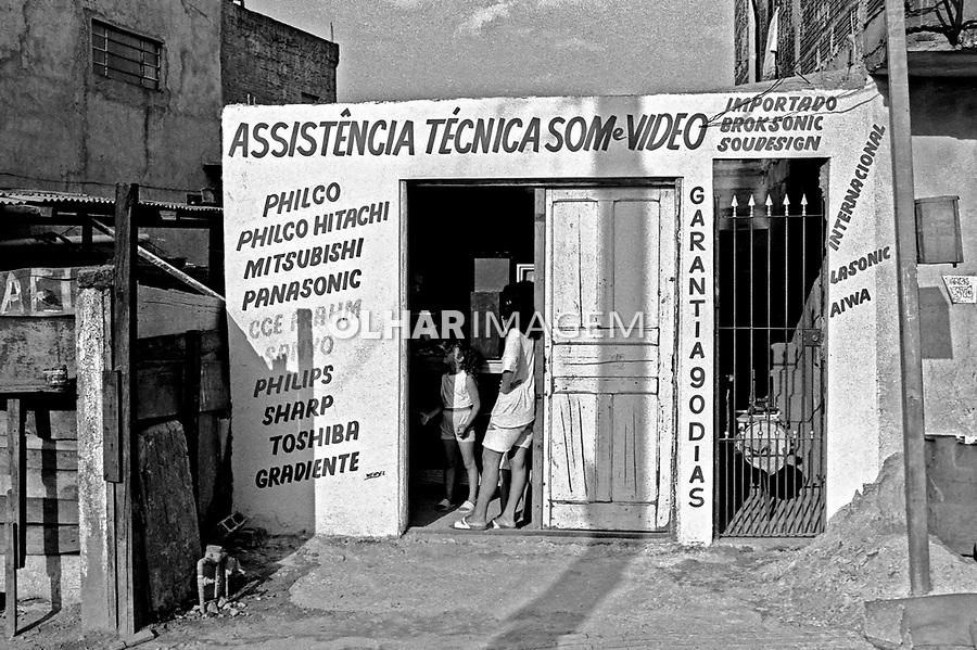 Pequeno comércio na favela Heliópolis. São Paulo. 1992. Foto de Juca Martins.