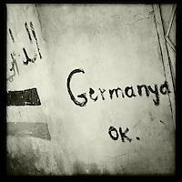 Graffiti in der Ortschaft Tirbespiye, Rojava/Syrien anlaesslich der Fussballweltmeisterschaft 2014.<br /> 17.12.2014, Tirbespiye/Rojava/Syrien<br /> Copyright: Christian-Ditsch.de<br /> [Inhaltsveraendernde Manipulation des Fotos nur nach ausdruecklicher Genehmigung des Fotografen. Vereinbarungen ueber Abtretung von Persoenlichkeitsrechten/Model Release der abgebildeten Person/Personen liegen nicht vor. NO MODEL RELEASE! Nur fuer Redaktionelle Zwecke. Don't publish without copyright Christian-Ditsch.de, Veroeffentlichung nur mit Fotografennennung, sowie gegen Honorar, MwSt. und Beleg. Konto: I N G - D i B a, IBAN DE58500105175400192269, BIC INGDDEFFXXX, Kontakt: post@christian-ditsch.de<br /> Bei der Bearbeitung der Dateiinformationen darf die Urheberkennzeichnung in den EXIF- und  IPTC-Daten nicht entfernt werden, diese sind in digitalen Medien nach &sect;95c UrhG rechtlich geschuetzt. Der Urhebervermerk wird gemaess &sect;13 UrhG verlangt.]