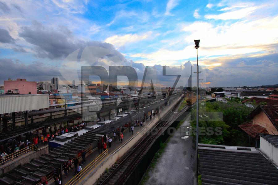 MOGI DAS CRUZES, 12 DE MARÇO 2013 - CLIMA TEMPO MOGI DAS CRUZES - Vista do fim de tarde na cidade de Mogi das Cruzes na grande São Paulo, nesta terça-feira, 12. (FOTO: WARLEY LEITE / BRAZIL PHOTO PRESS).