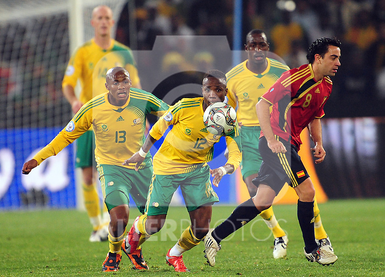 Teko Modise in the middle  during the soccer match of the 2009 Confederations Cup between Spain and South Africa played at the Freestate Stadium,Bloemfontein,South Africa on 20 June 2009.  Photo: Gerhard Steenkamp/Superimage Media.