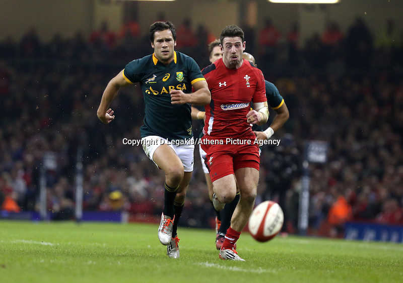 Pictured L-R: Jan Serfontein of South Africa and Alex Cuthbert of Wales chasing the bouncing ball infront of them Saturday 29 November 2014<br /> Re: Dove Men Series 2014 rugby, Wales v South Africa at the Millennium Stadium, Cardiff, south Wales, UK.