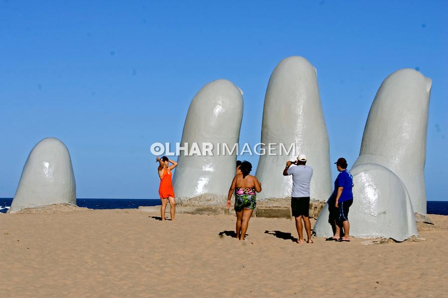 Escultura Las Manos em Punta del Este. Uruguai. 2009. Foto de Caetano Barreira.