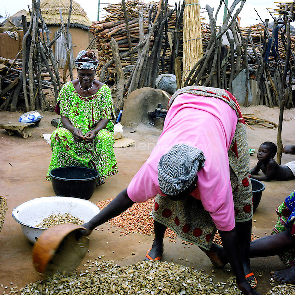 In order to earn a bit more money, some of the women dry out nuts that they?ve received from the local farmers to sell as powder or oil, which are then used for cooking.
