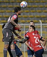 BOGOTÁ -COLOMBIA, 05-08-2017: Edwar Montaño (Izq) de Tigres FC disputa el balón con Jonathan Lopera (Der) de Independiente Medellin durante partido por la fecha 6 de la Liga Águila II 2017 jugado en el estadio Metropolitano de Techo de la ciudad de Bogotá. / Edwar Montaño (L) player of Tigres FC fights for the ball with Jonathan Lopera (R) player of Independiente Medellin during the match for the date 6 of the Aguila League II 2017 played at Metropolitano de Techo stadium in Bogota city. Photo: VizzorImage/ Gabriel Aponte / Staff