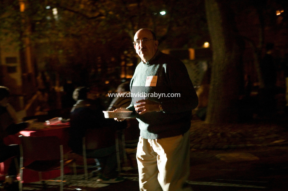 A man carries food prepared by the four finalists of the 2006 Vendy Awards in New York City, USA, 22 October 2006. The annual event - a cook-off - determines the best street food vendor in the city. Samiul Haque Noor from Pakistan who operates a cart on 73rd street and Broadway won the 2006 title.<br />