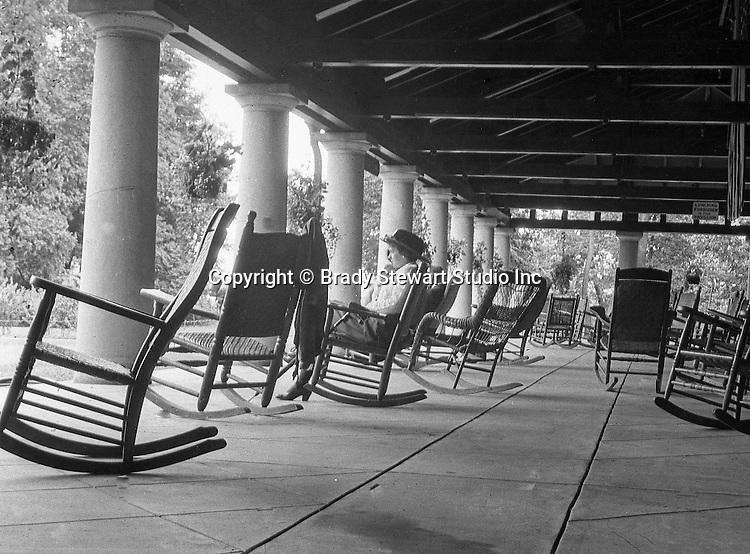Niagara Falls, New York:  Sarah Stewart relaxing on the Pavillion - 1914