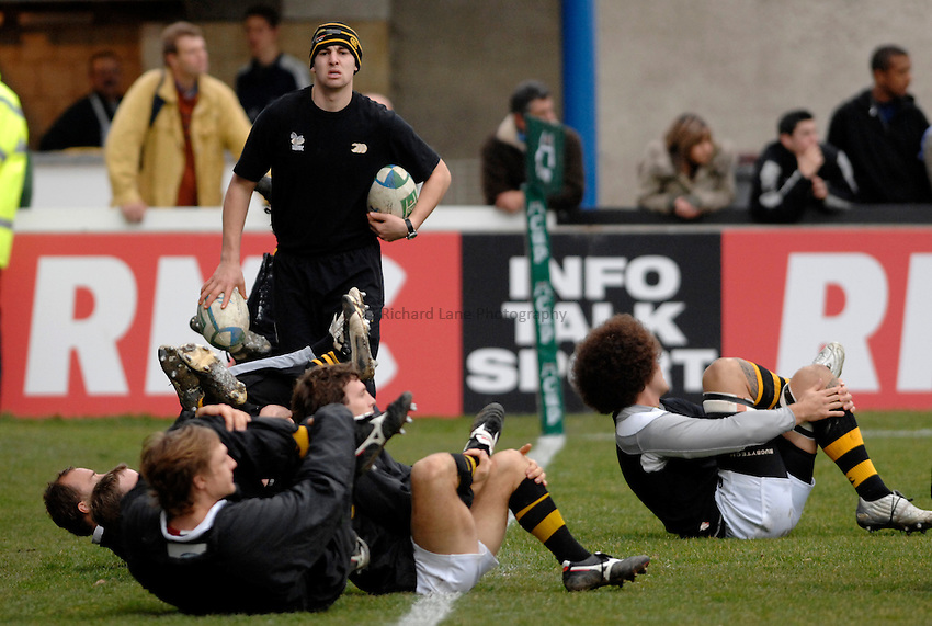 Photo: Richard Lane..Castres v London Wasps. Heineken Cup. 20/01/2007. .Wasps' players warm up.