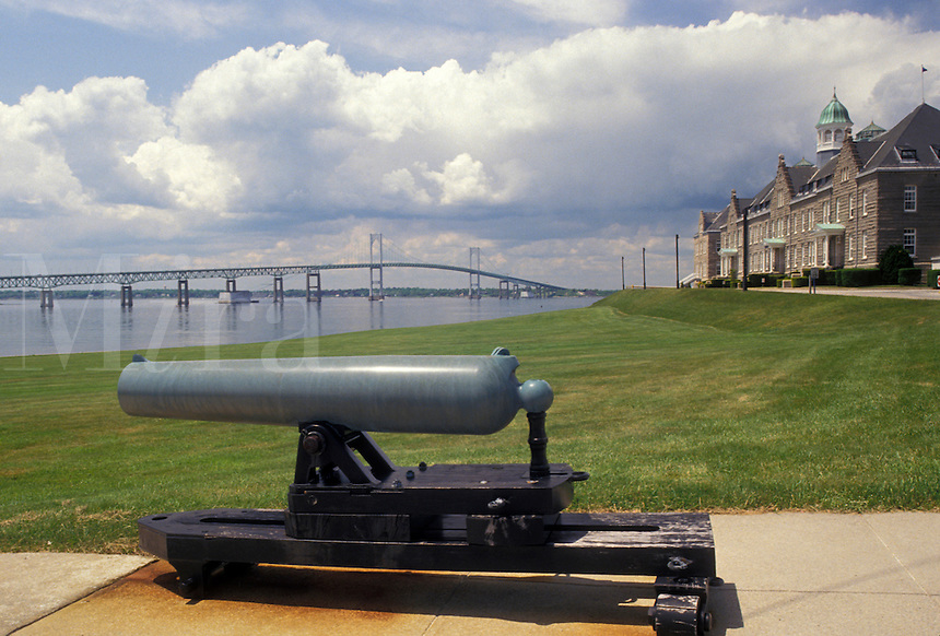 AJ4418, navy, cannon, battery, Newport, U.S. Naval College, Rhode Island, United States Naval War College along Narragansett Bay and Newport Bridge in Newport in the state of Rhode Island.