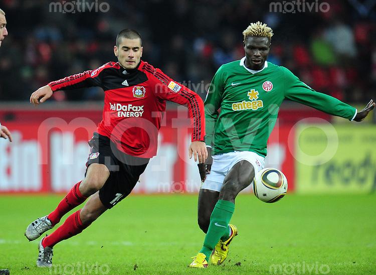 FUSSBALL  1. BUNDESLIGA   SAISON 2009/2010  18. SPIELTAG Bayer 04 Leverkusen - FSV Mainz 05                     16.10.2010   Eren DERDIYOK (li, Leverkusen) gegen Aristide BANCE (re, Mainz)