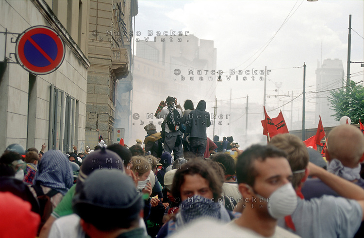 genova luglio 2001, proteste contro il g8 --- genoa july 2001, protests against g8 summit