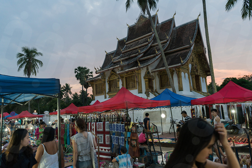 May 07, 2017 - Luang Prabang (Laos). Tourists visit the night market in central Luang Prabang. © Thomas Cristofoletti / Ruom
