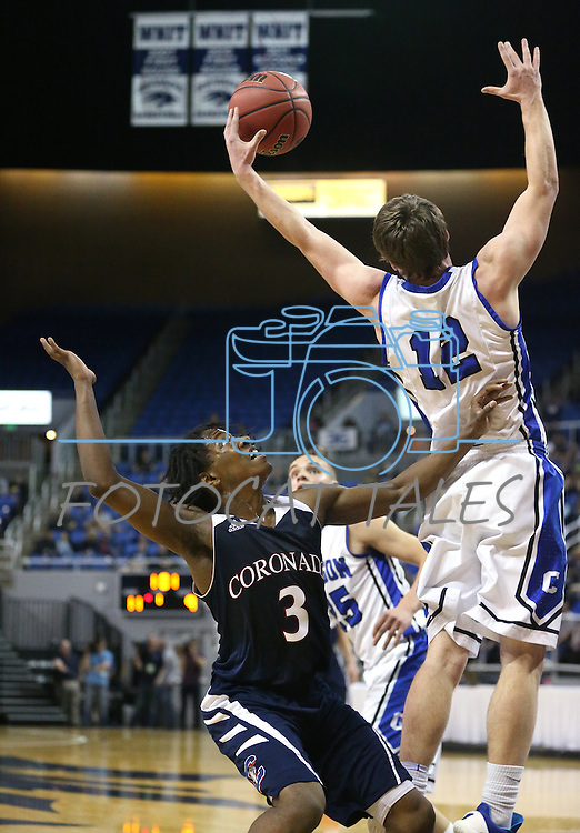 Coronado's Nick Davis and Carson's Asa Carter fight for a rebound during the NIAA Division I state basketball tournament in Reno, Nev. on Thursday, Feb. 25, 2016. Cathleen Allison/Las Vegas Review-Journal