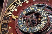 Schweiz, astrologische Uhr am Zytglogge-Turm auf der Kramgasse in Bern, Unesco-Weltkulturerbe