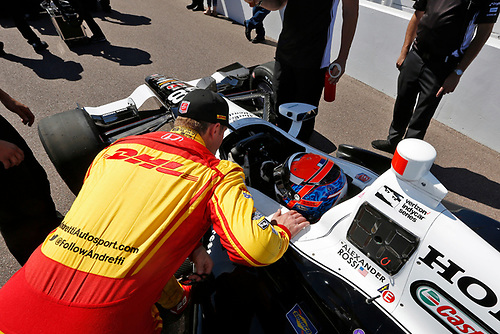 1-2 April, 2016, Avondale, Arizona USA<br /> 28 Ryan Hunter-Reay chats with 98 Alexander Rossi<br /> ©2016, Phillip Abbott<br /> LAT Photo USA