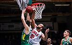 S&ouml;dert&auml;lje 2014-10-11 Basket Basketligan S&ouml;dert&auml;lje Kings - Ume&aring; BSKT :  <br /> Ume&aring;s Hugh Robinson i kamp om bollen med S&ouml;dert&auml;lje Kings Dino Butorac vid korgen under matchen mellan S&ouml;dert&auml;lje Kings och Ume&aring; BSKT <br /> (Foto: Kenta J&ouml;nsson) Nyckelord:  S&ouml;dert&auml;lje Kings SBBK Basket Basketligan T&auml;ljehallen Ume&aring; BSKT