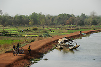 NIGER Niamey, farming at the banks of river Niger, vegetable fields