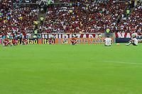 RIO DE JANEIRO, RJ, 24.11.2013 - Jogadores  do Flamengo e Corinhians durante o protesto antes da partida neste domingo, pela trigésima sexta rodada do Campeonato Brasileiro no Maracanã. (Foto. Néstor J. Beremblum / Brazil Photo Press).