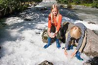 Supphella, Gletscherbach, Gletscherfluß, Gletscherfluss führ Eis vom Gletscher, Schmelzwasser, Festlandsgletscher, Eis, Jostedalsbreen, Jostetal, Jostedalsbreen-Nationalpark, Nationalpark, Norwegen. Jostedal Glacier, glacier stream, glacial stream, glacier, ice, Norway