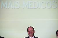 BRASILIA, DF, 22.07.2016 - MAIS-MÉDICOS -    O ministro da Saúde, Ricardo Barros, participa no QG do Exército , do acolhimento aos médicos brasileiros formados no exterior e cubanos que vão atuar no Programa Mais Médicos, nesta sexta-feira, 22. (Foto:Ed Ferreira / Brazil Photo Press)