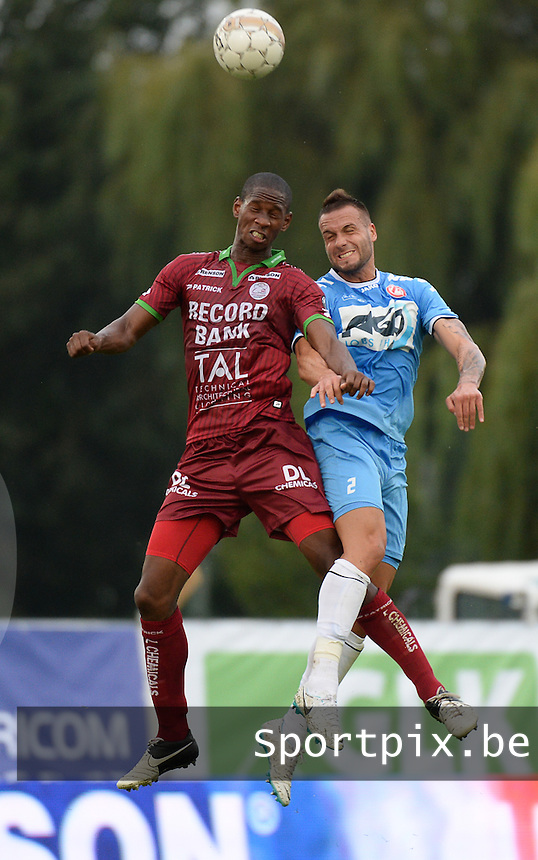 SV Zulte Waregem  - KV Kortrijk  : duel tussen Glynor Plet (links) en Maxime Chanot (r)<br /> foto VDB / BART VANDENBROUCKE