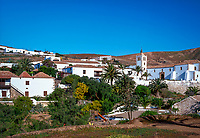 Spanien, Kanarische Inseln, Fuerteventura, Betancuria: Ort im Inselinnern mit Kathedrale   Spain, Canary Island, Fuerteventura, Betancuria: village with cathedral