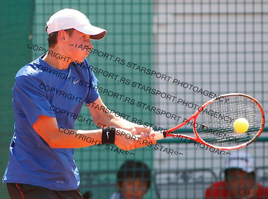 Tenis, World Championship U-14.Japan-France.Ken Onishi Vs. Quentin Halys.Quentin Halys, returnes.Prostejov, 02.08.2010..foto: Srdjan Stevanovic/Starsportphoto ©