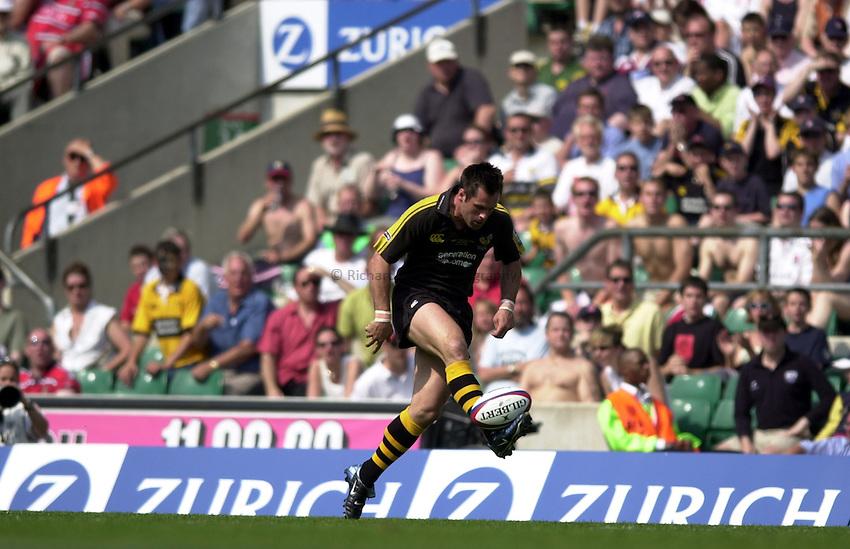 Photo: Richard Lane..Gloucester v London Wasps. Zurich Premiership Final 2003 at Twickenham. 31/05/2003..Kenny Logan chips ahead.