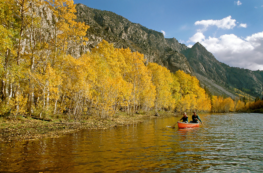 A couple enjoy canoeing on GRANTS LAKE during autumns colorful display - MODEL RELEASED