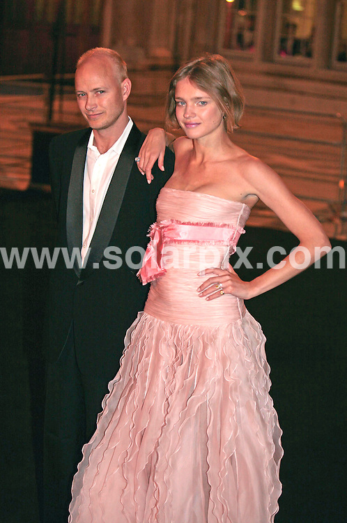 **ALL ROUND PICTURES FROM SOLARPIX.COM**.**NO UK NEWSPAPER PUBLICATION **UK MAGAZINE PUBLICATION ONLY** AND NO PUBLICATION IN FRANCE, SCANDINAVIA, AUSTRALIA AND GERMANY** .Natalia Vodianova and Justin Portman arrives at the £1,500  a-head Diner des Tsars at the Guildhall in London this evening..JOB REF:  3632    SFE       DATE: 29.03.07.**MUST CREDIT SOLARPIX.COM OR DOUBLE FEE WILL BE CHARGED* *UNDER NO CIRCUMSTANCES IS THIS IMAGE TO BE REPRODUCED FOR ANY ONLINE EDITION WITHOUT PRIOR PERMISSION*