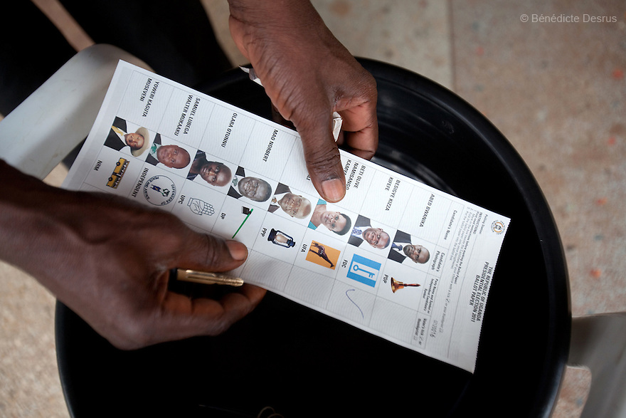 Friday 18 february 2011 - Kampala, Uganda - An Uganda man holds a presidential election ballot paper as he votes at a polling station in Kampala. Ugandans vote on Friday in elections expected to return long-serving President Yoweri Museveni to power, with a fragmented opposition crying foul even before the ballot. Photo credit: Benedicte Desrus