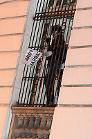 RIO DE JANEIRO,RJ,3107.2013: PROTESTO DO BLAC BLOC NO CENTRO DO RIO. Manifestantes se reuniram na Cinelandia no inicio da terde e depois seguiram em direção a ALERJ, onde as escadarias foram tomadas . Integrantes da aldeia Maracanã também  participarando protesto que chegou ao ministério Publico do Rio e cobraram rigor nas investigações contra o governador. Manifestantes tomam a Camara dos vereadores do Rio. SANDROVOX/BRAZILPHOTOPRESS